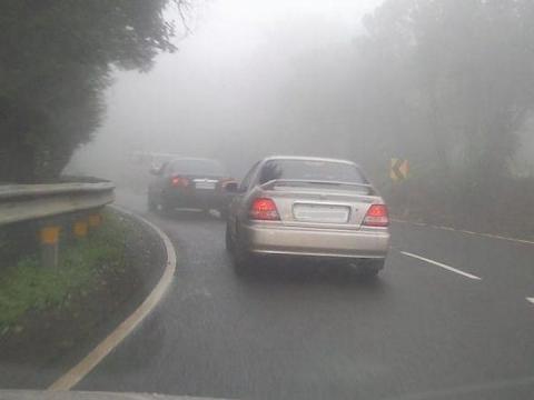 4_1_cars driving in rain_0