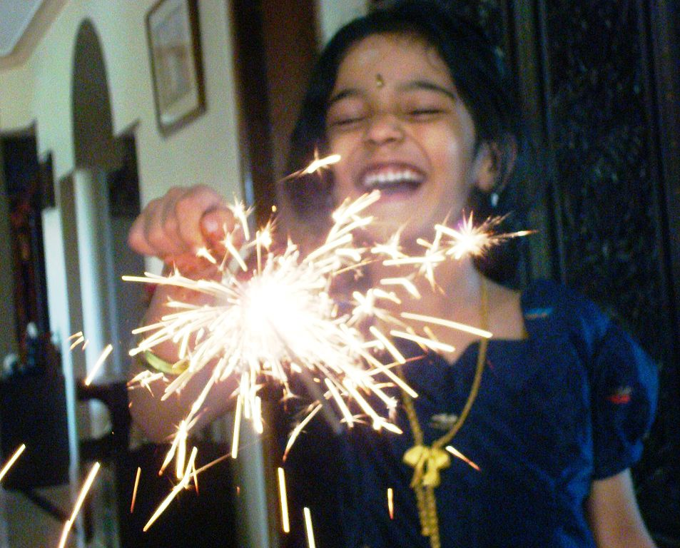 Sparkles_phuljhari_fireworks_on_DIWALI,_festival_of_lights