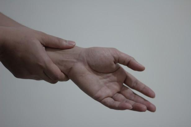 wrist-pain publicdomainpictures-net.jpg